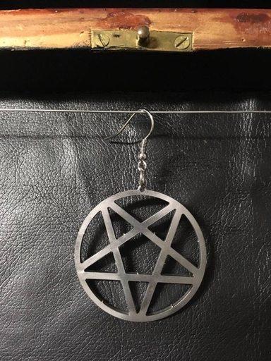 inverted pentagram, 2.0 earring